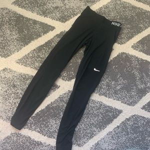 Nike pro women's fitted leggings